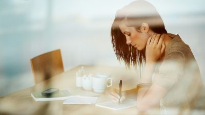 4 tips for writing an office goodbye message on your way out the door