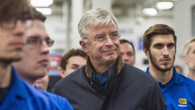 Best Buy's CEO says he uses 5 criteria to decide whether someone's a leader