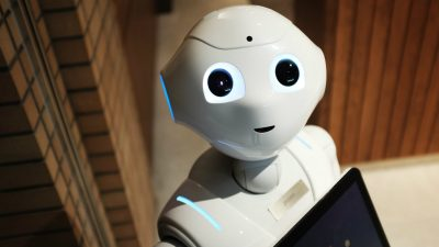 5 smart ways to protect your job from the coming robot invasion
