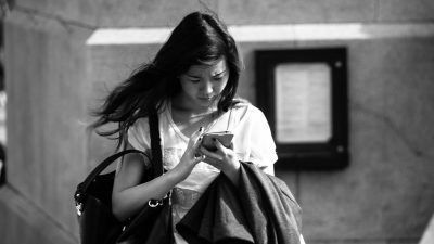 Study: Texting support to your partner can lower their stress levels