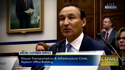 United CEO Oscar Munoz gets grilled about employee policies