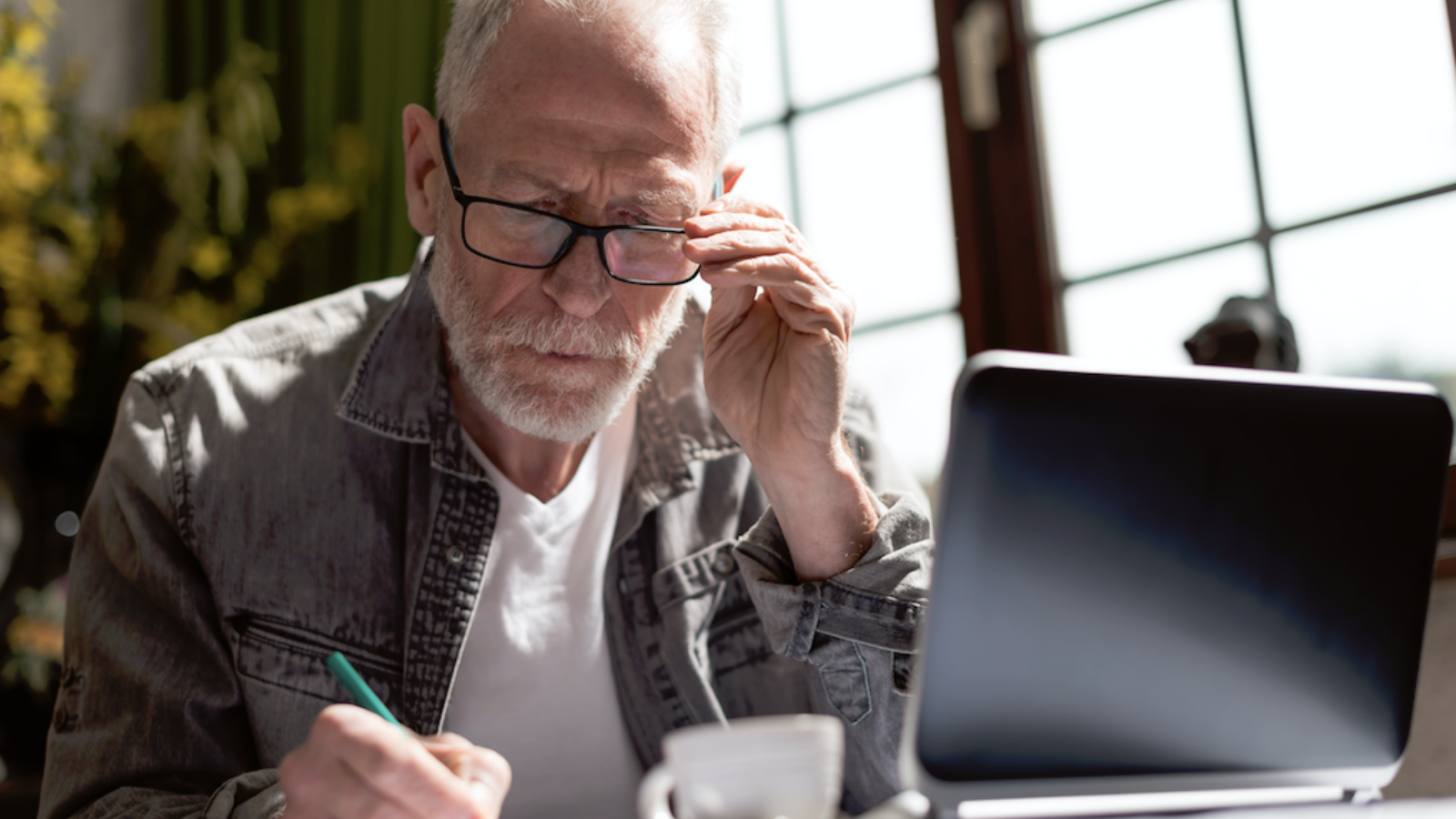 12 workplace behaviors that are aging you by a decade