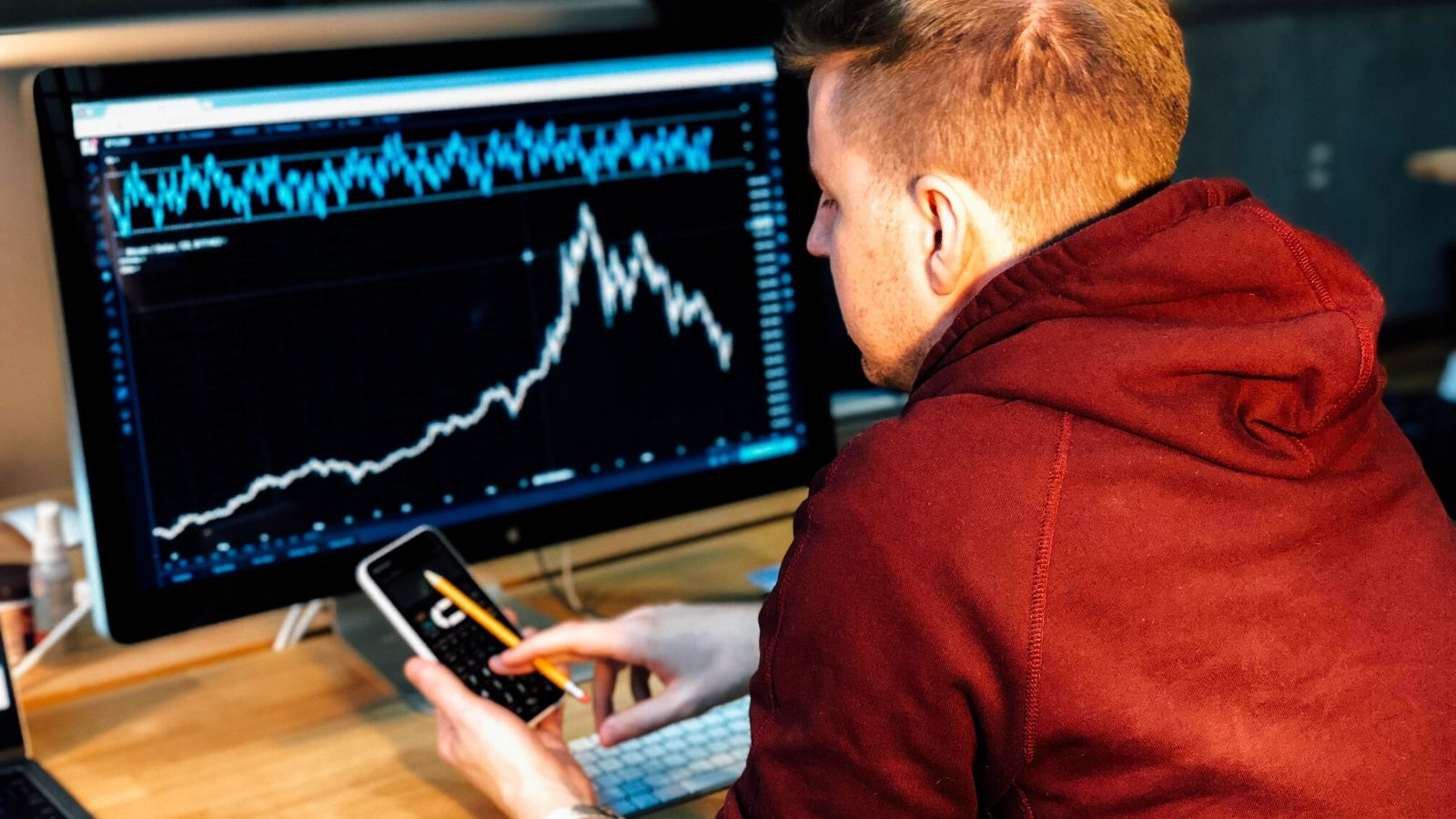 Learn to day trade from home with this 10-course online bootcamp