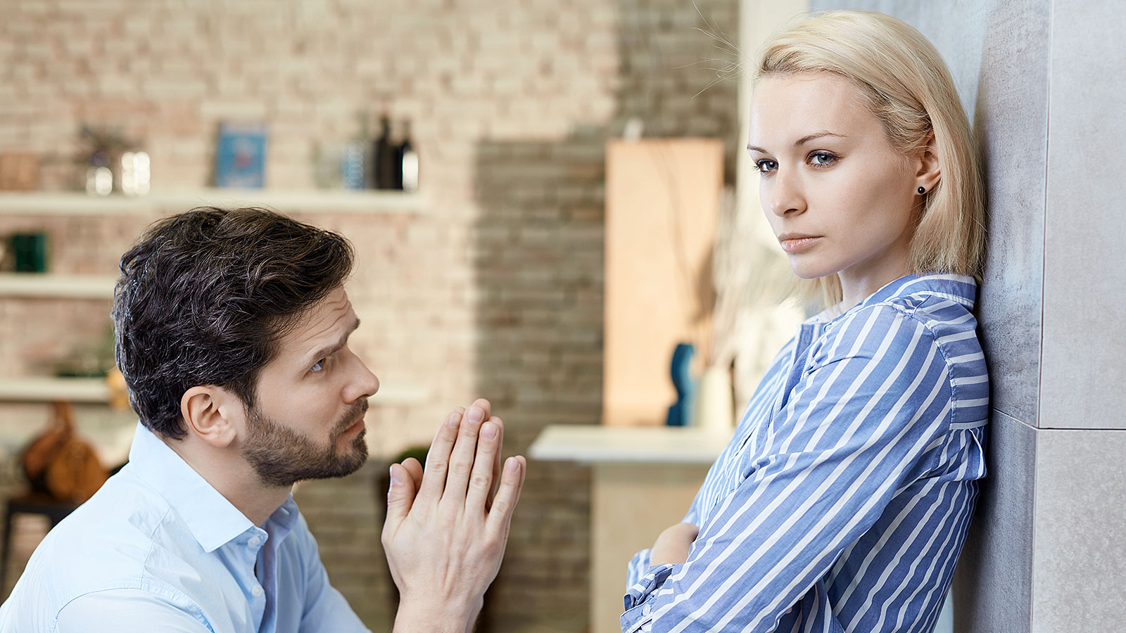 This is the body language (and words) you should use to deliver a meaningful apology