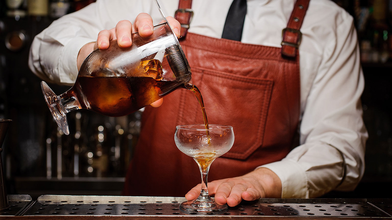 Subtle ways bartenders get customers to tip more, according to an actual bartender