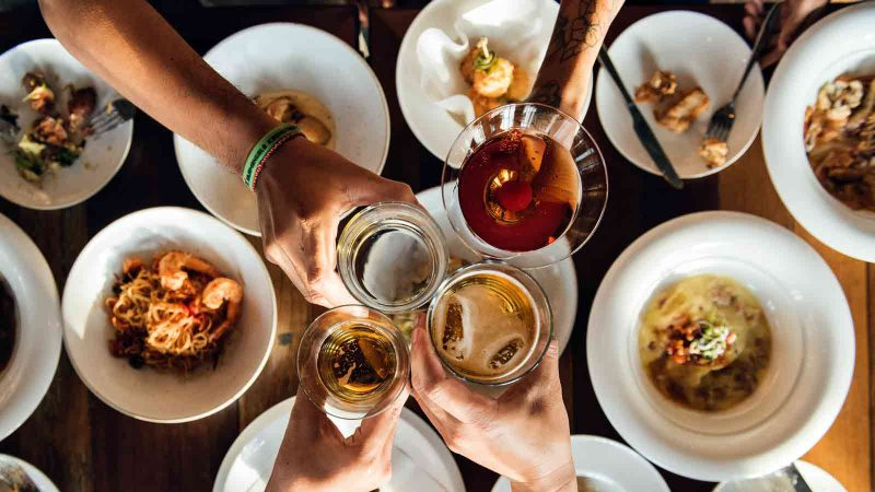 Eating a family-style meal may make you a better negotiator. Here's why