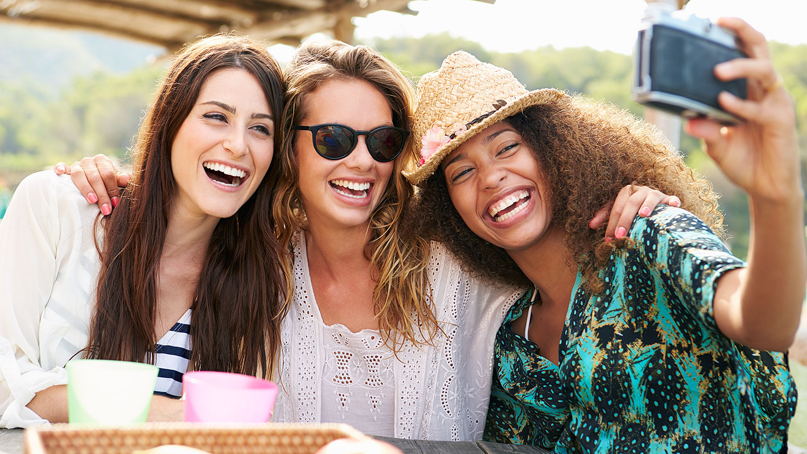 5 ways to spend time with friends that won't cause you financial stress