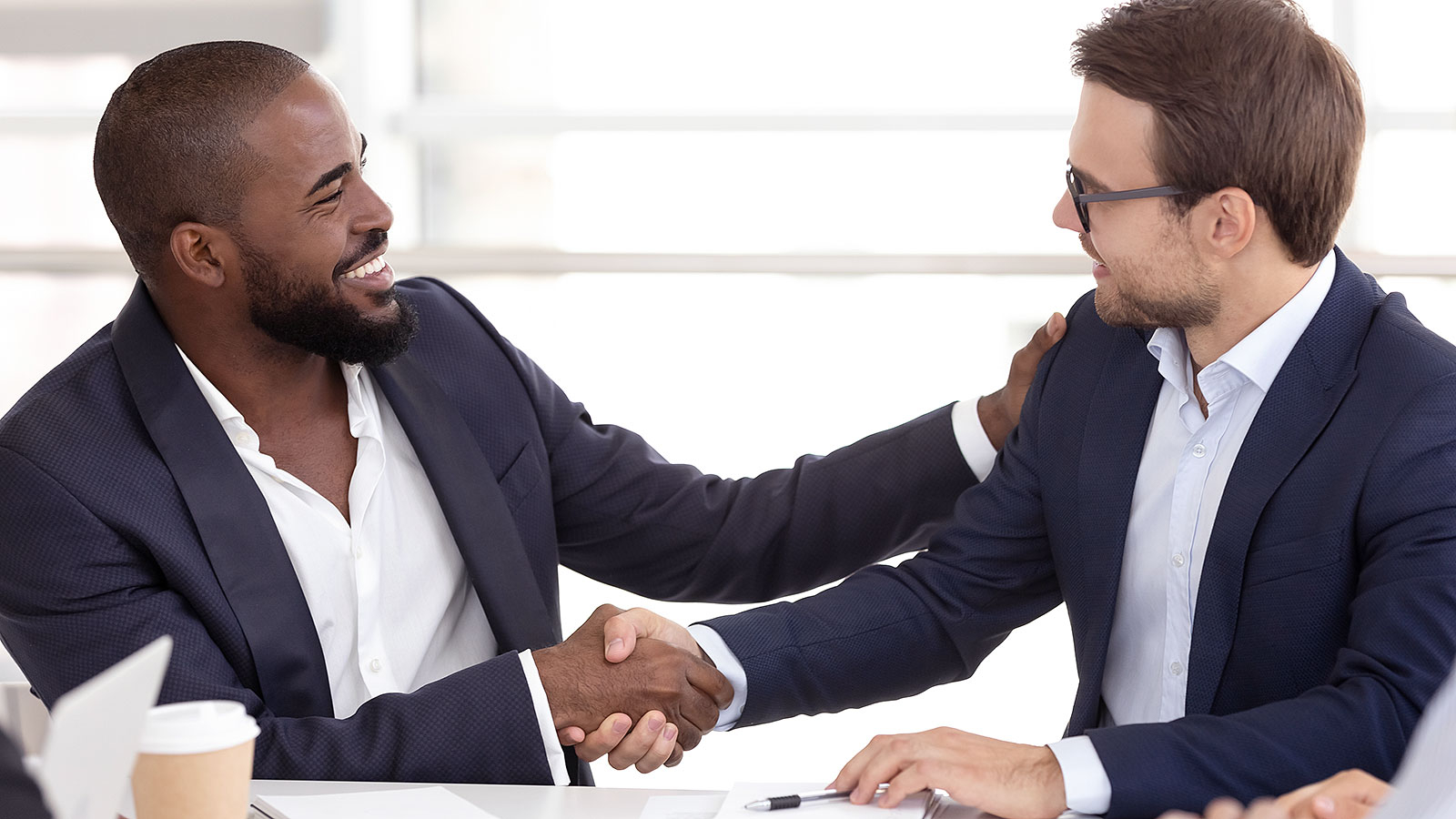 New study reveals the exact length of a perfect handshake