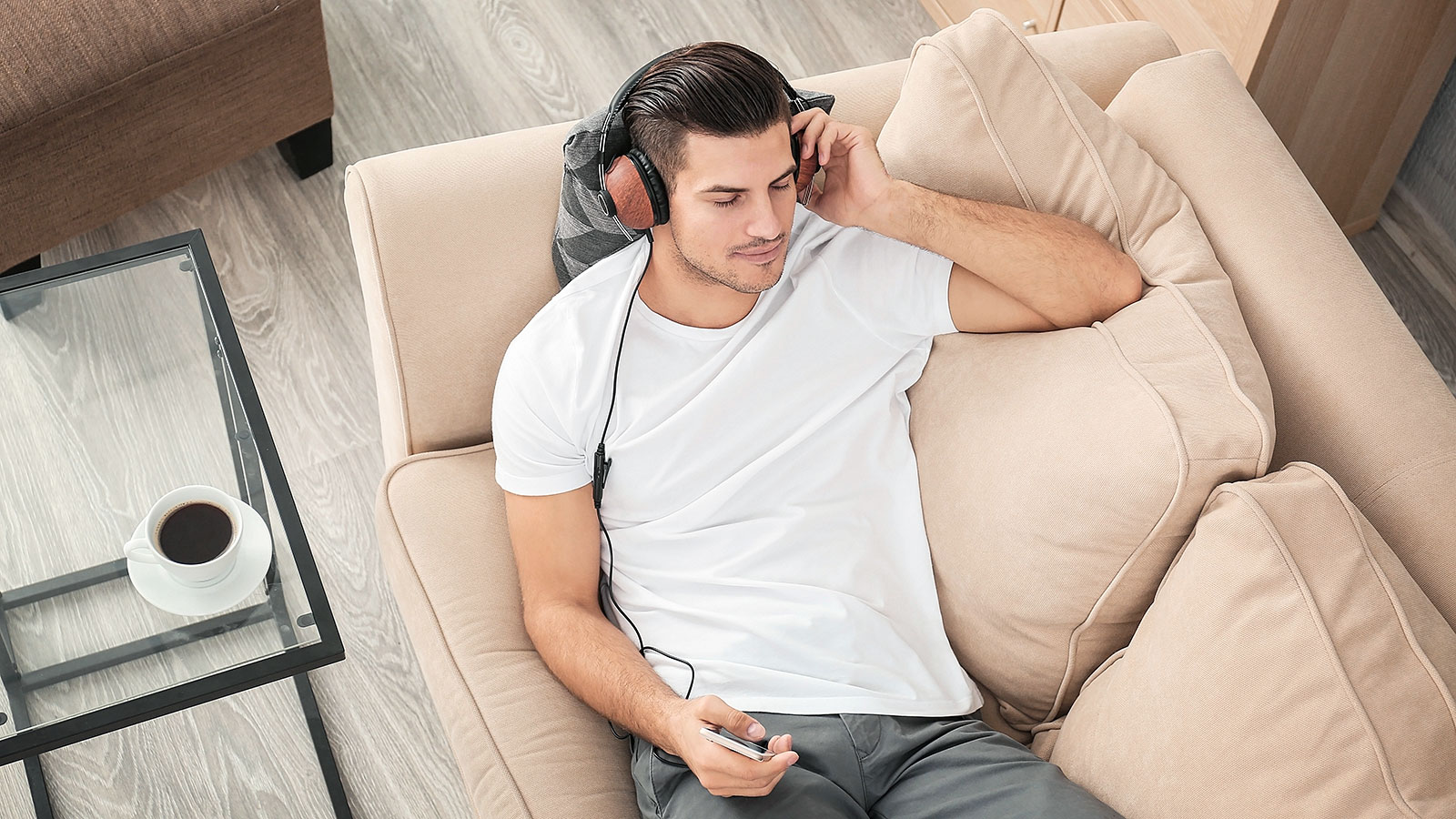 Listen up! Study says book snobs aren't better than people who prefer audiobooks