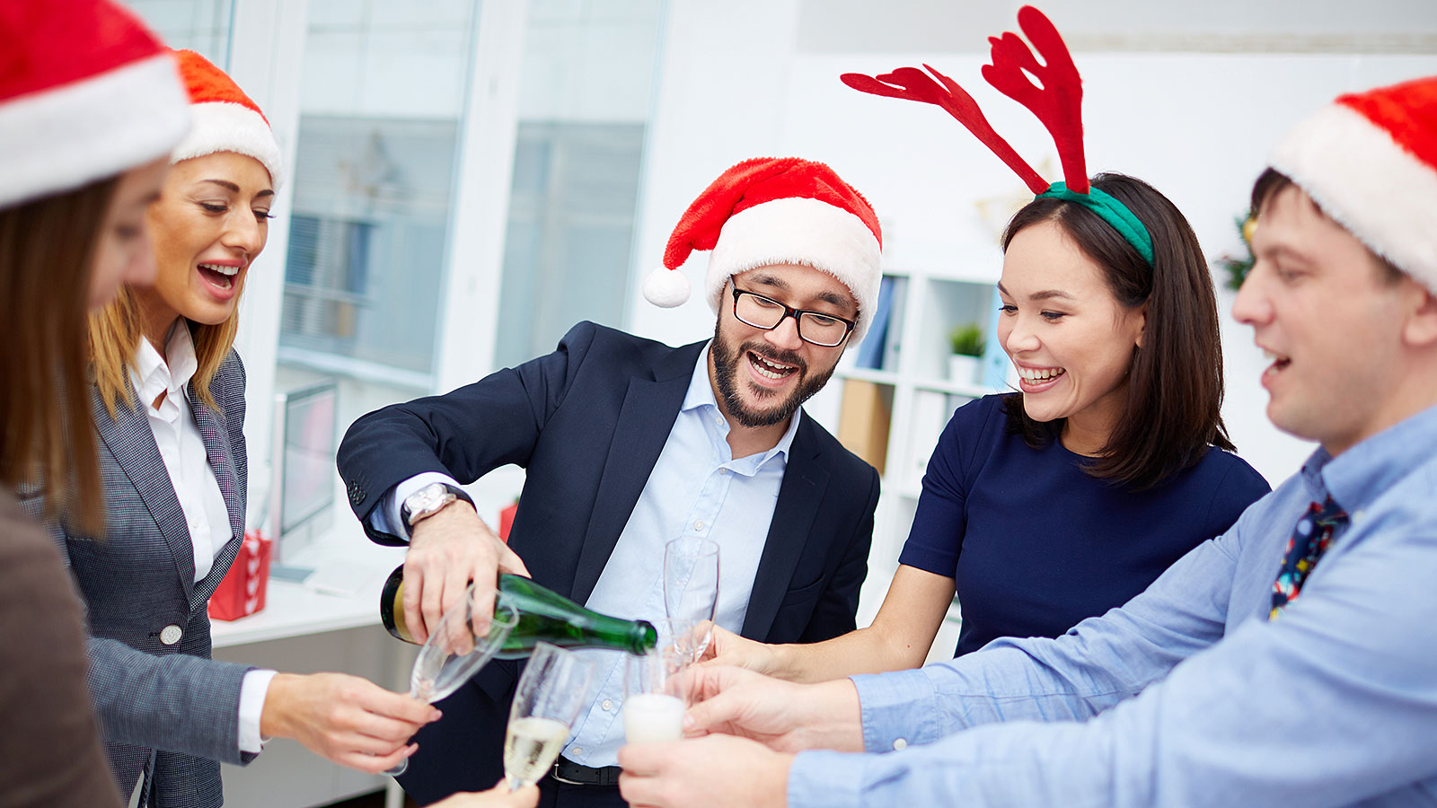 An HR expert's 9 tips to avoid getting in trouble at the office holiday party