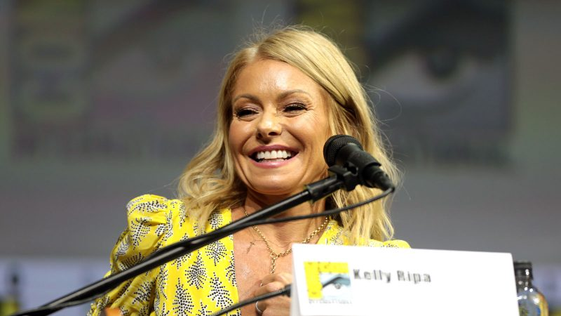 This is exactly how much coffee Kelly Ripa drinks before her very long day