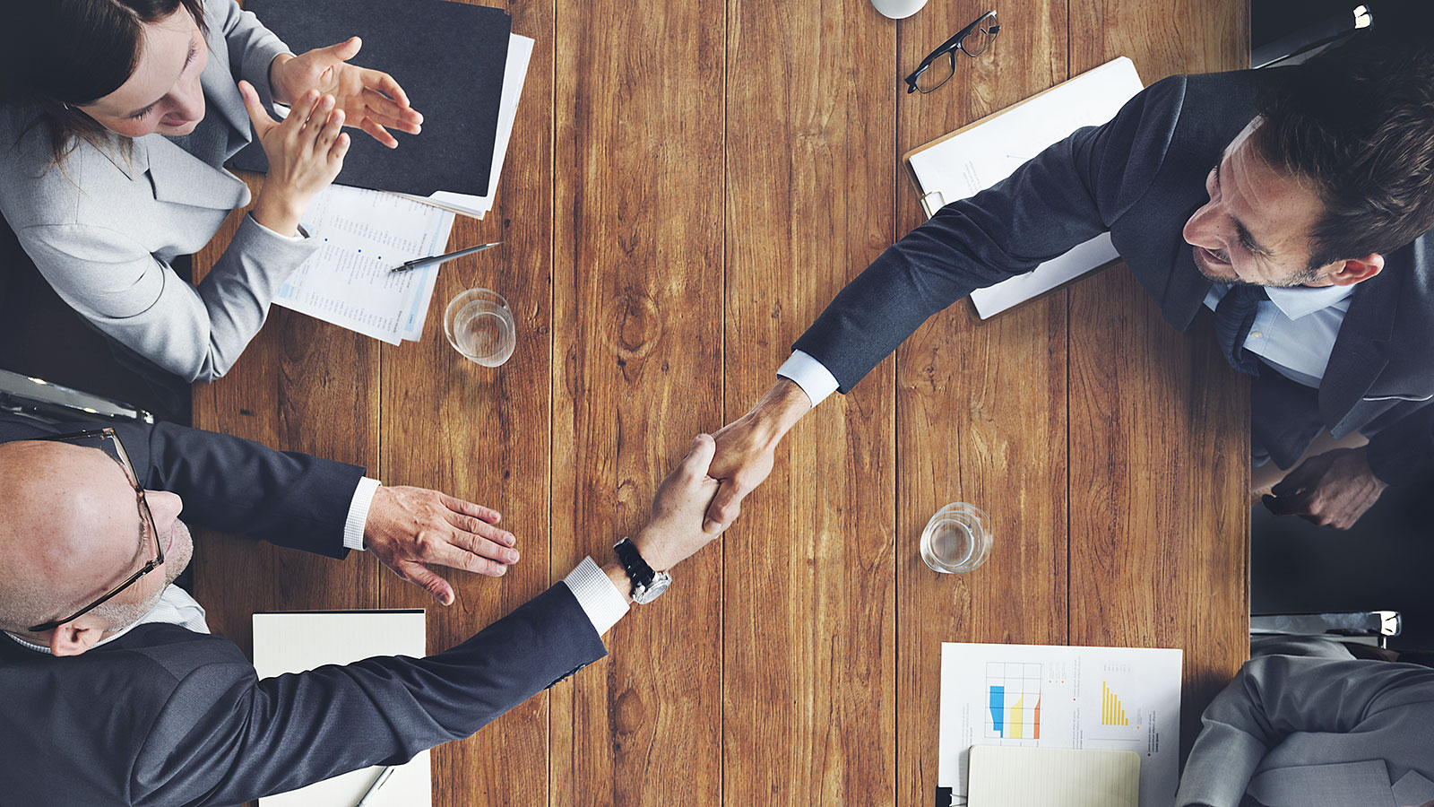 How to close a business deal successfully