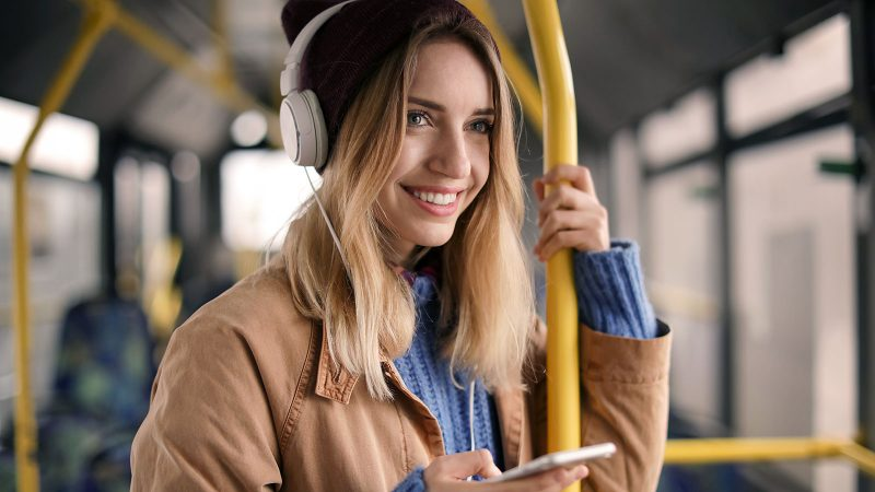 5 easy ways to improve your morning commute mood