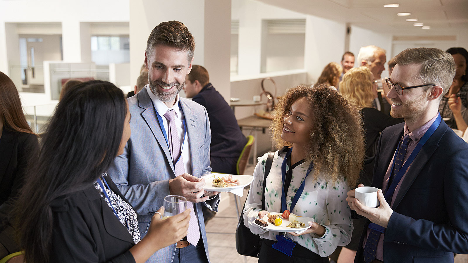 Ways to introduce yourself in person, at parties or networking events (and a few you should skip)