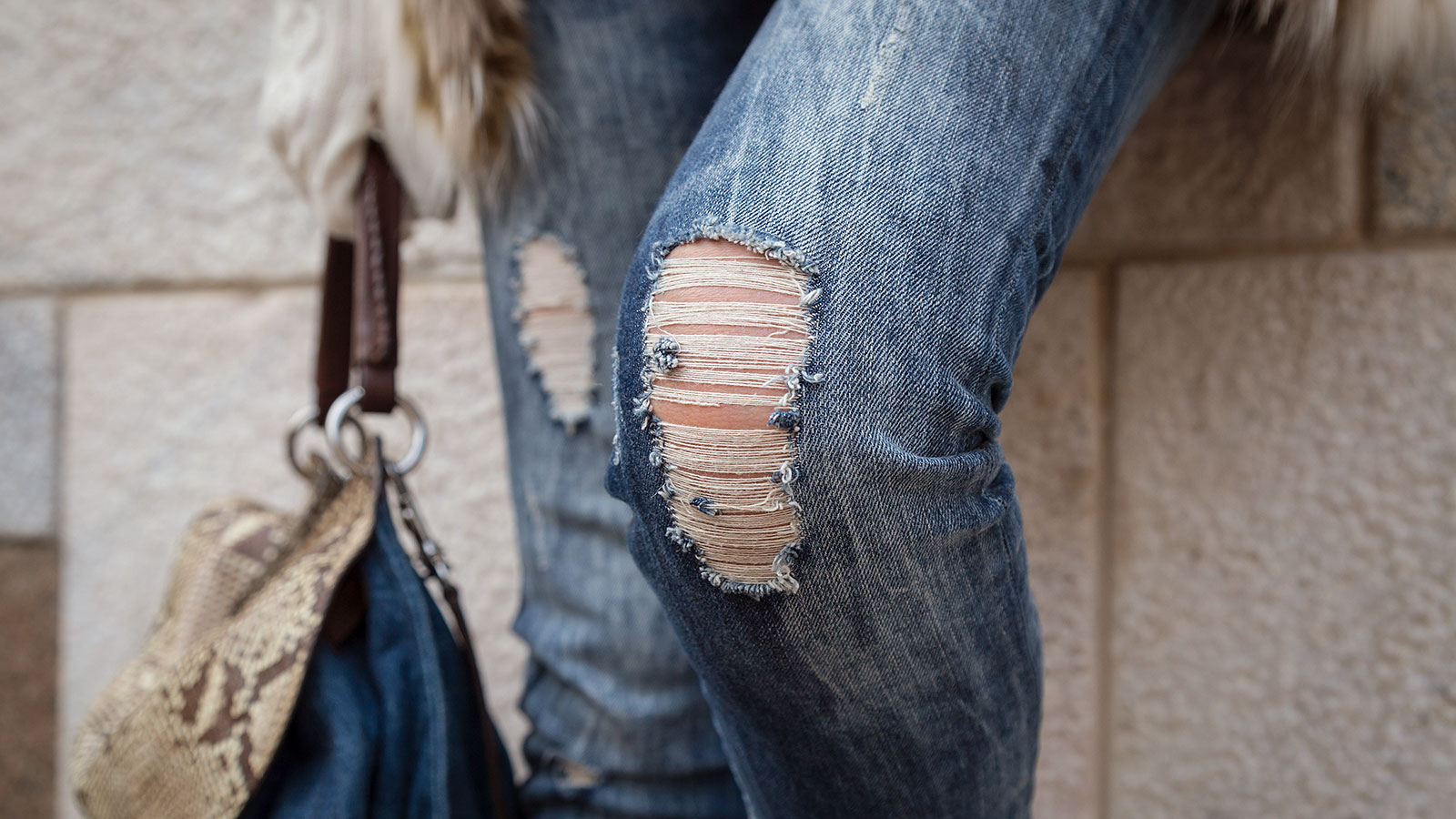 8 fashion choices that are making people question your professionalism