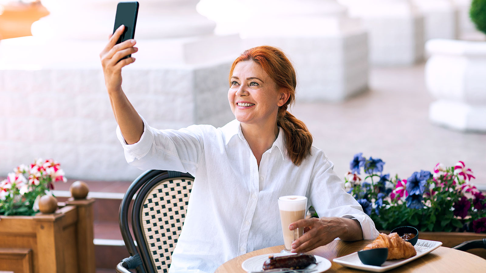 Does taking selfies make you a narcissist? This study has the answer