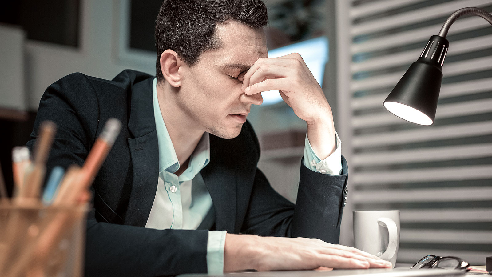 9 sad reasons people stay in jobs they don't like (even though they always talk about leaving)