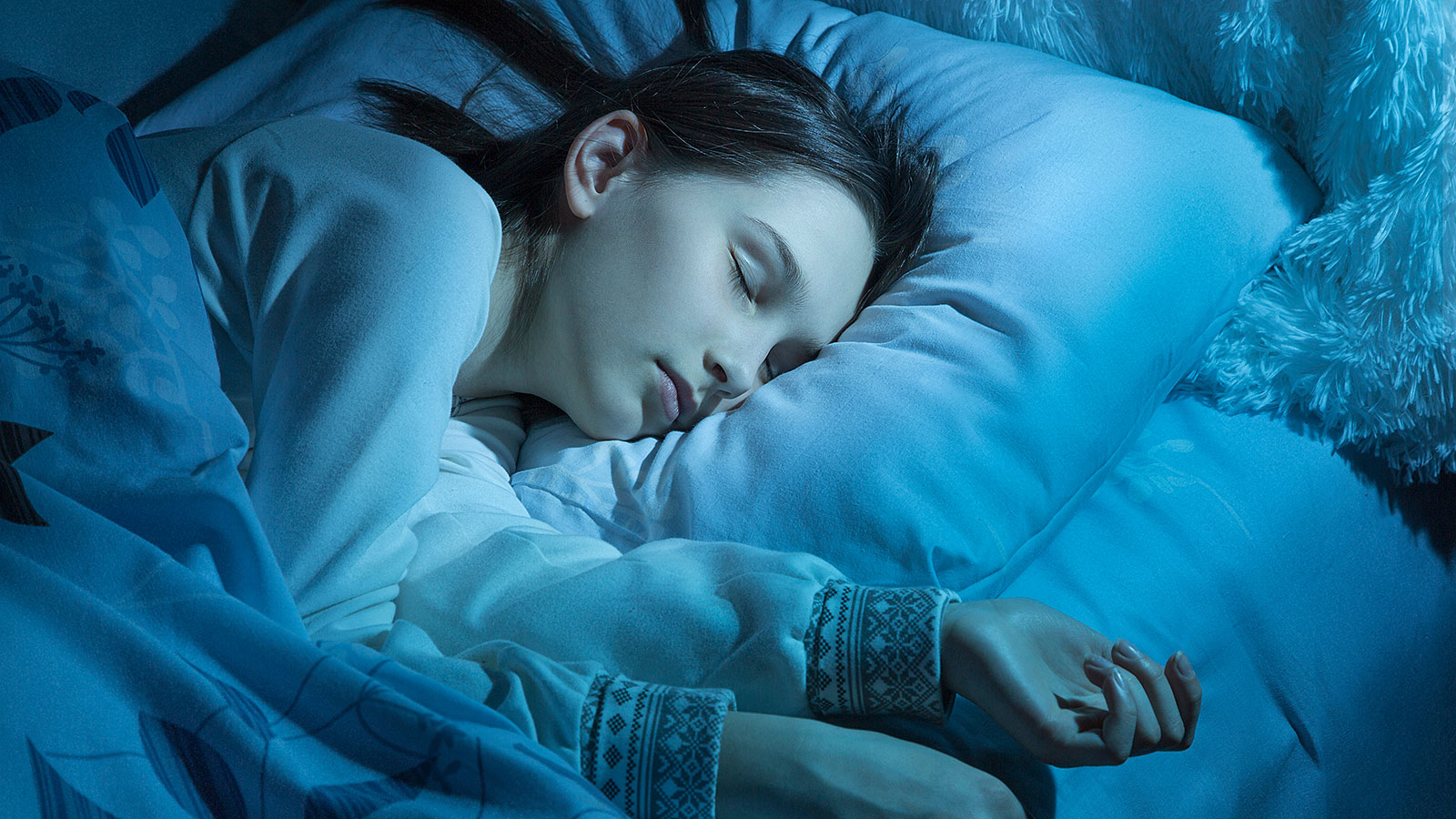 1 in 3 teenagers do this unhealthy thing in the middle of the night