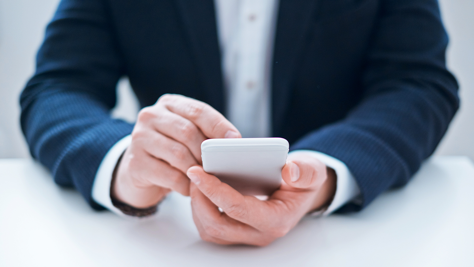 7 text messaging mistakes that can ruin your reputation at work