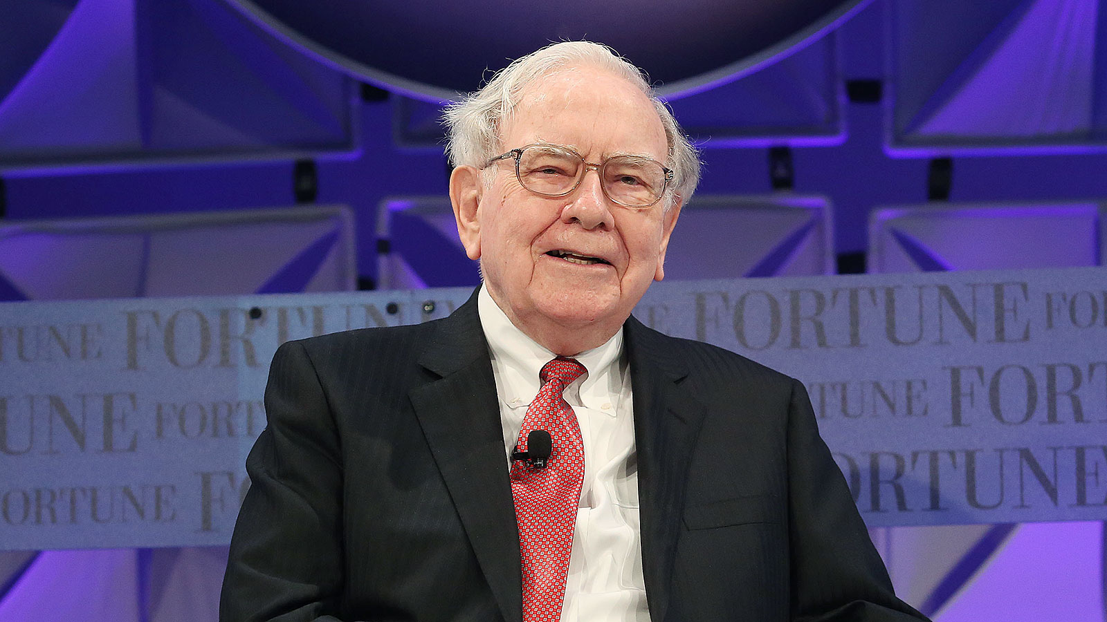 "Warren Buffett's ""3-step"" 5/25 strategy: How to focus and prioritize your time like a billionaire"